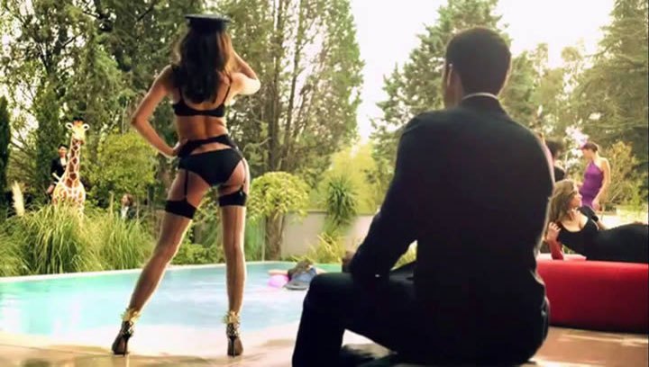 Провокационная реклама нижнего белья от Пенелопы Крус