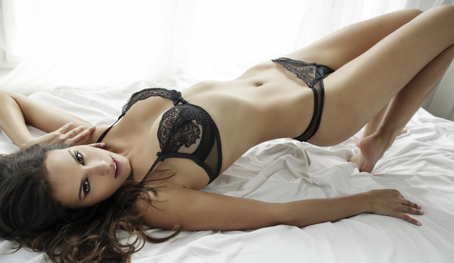 Бразильская модель Carol Prates позирует в нижнем белье